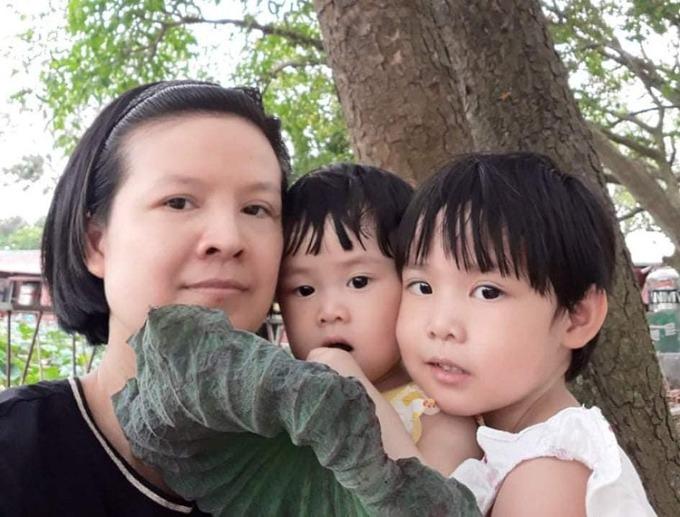 Ba mẹ con chị Oanh. Ảnh:  Huy Hoàng - Đức Tùy