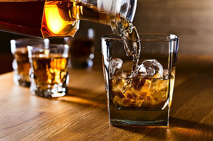 Nhiều trường hopwjp ngộ độc rượu để lại di chứng nặng, nguy cơ tử vong cao. Ảnh: Health