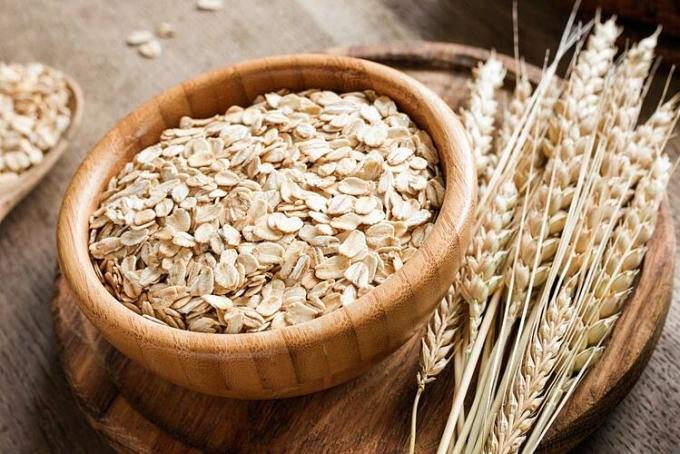 Yến mạch có lượng calo và chất béo rất tốt, hỗ trợ giảm cân hiệu quả. Ảnh: Medical News Today