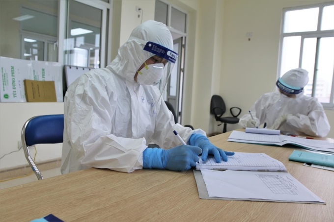 Các bác sĩ điều trị bệnh nhân Covid-19 ở Hải Dương. Ảnh: Bộ Y tế.