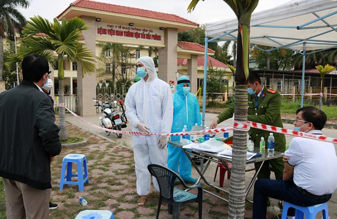 Bệnh viện Giao thông Vận tải ở Hải Phòng được phong tỏa trong sáng 22/2. Ảnh:Giang Chinh