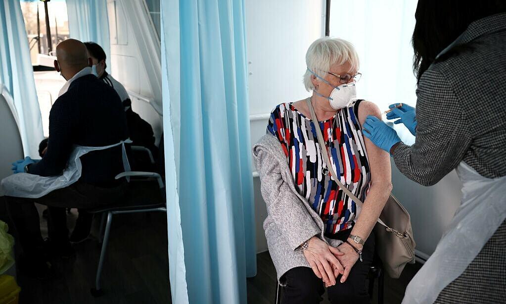 Vaccine AstraZeneca hiệu quả 60% sau 4 tuần tiêm liều đầu