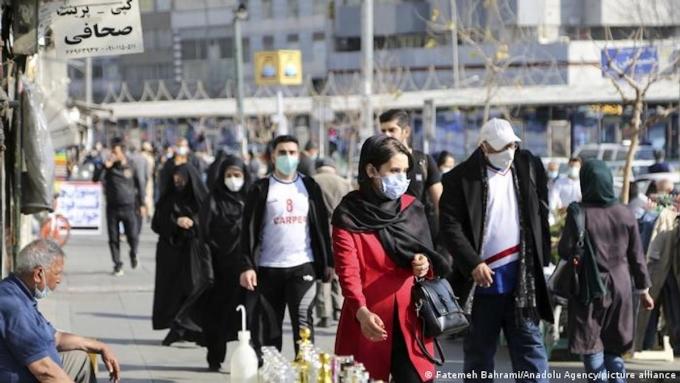 WHO kêu gọi các nước không nới lỏng các biện pháp chống dịch trong cộng đồng. Ảnh: Fatemeh Bahrami