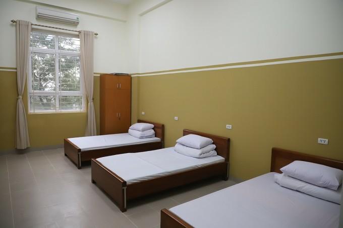 Phòng nghỉ và chờ theo dõi phản ứng sau tiêm dành cho người thử nghiệm Covivac tại Trường Đại học Y Hà Nội. Ảnh: Quang Hùng.