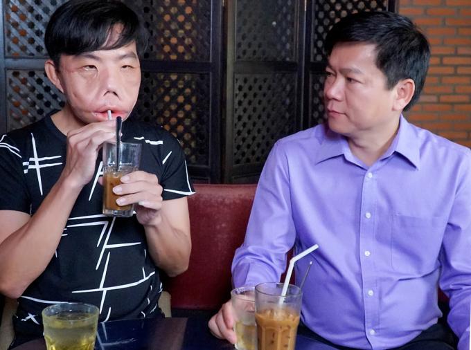 Bệnh nhân Mến uống cà phê cùng bác sĩ Tú Dung tháng 1/2021. Ảnh: Sương Nguyễn.