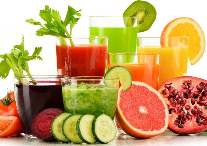 Uống nước ép giúp giải nhiệt, hỗ trợ giảm cân và đẹp da. Ảnh: Coko
