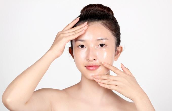 Tẩy trang là bước quan trọng trong chu trình chăm sóc da.