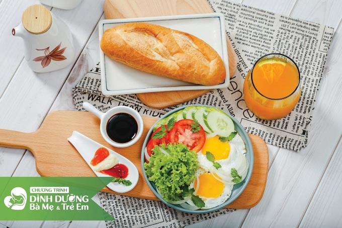 Thực đơn bữa sáng cân bằng dinh dưỡng cho mẹ bầu được gợi ý từ phần mềm. Ảnh: Chụp từ màn hình