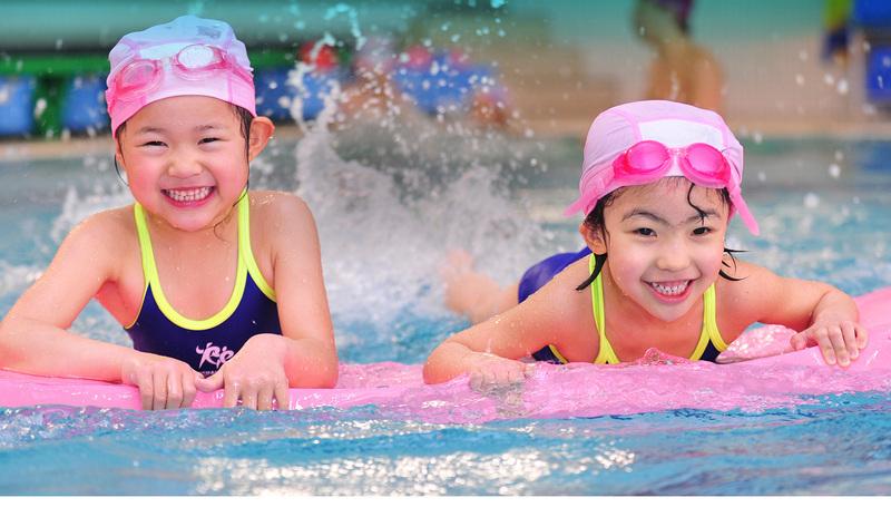 14 lợi ích của bơi lội đối với trẻ em