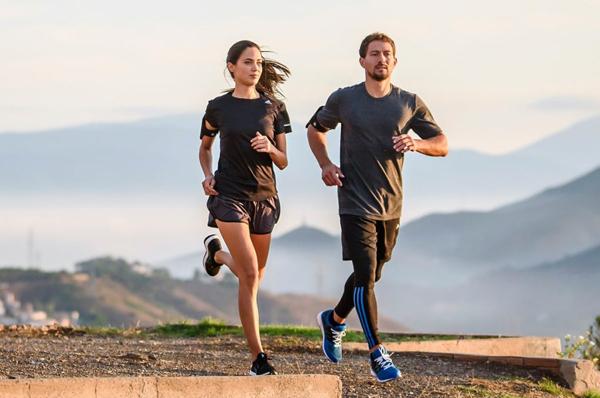 5 km chạy bộ mỗi ngày tương đương từ 25 đến 50 phút. Ảnh: Runtastic.