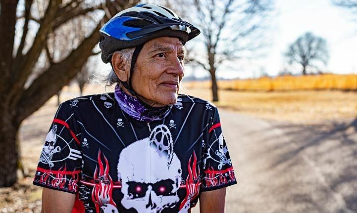 Cụ ông 75 tuổi đua xe đạp