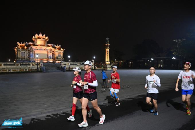 Luyện tập chạy bộ phù hợp cho người, ở những tình trạng sức khỏe khác nhau. Ảnh: VnExpress Marathon.