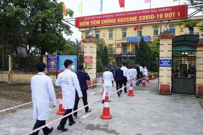 Tiêm vaccine ở huyện Kim Thành, tỉnh Hải Dương. Ảnh:Gia Chính