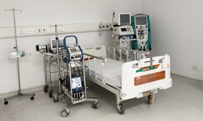 Hệ thống máy điều trị bệnh nhân Covid-19 tại Bệnh viện dã chiến Hà Nam. Ảnh: Ngọc Nam