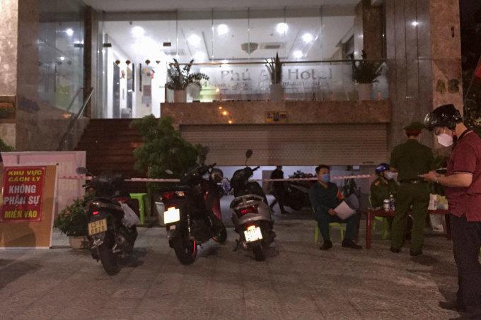 Khách sạn Phú An được cách ly từ chiều tối 3/5. Ảnh: Đông Đào.