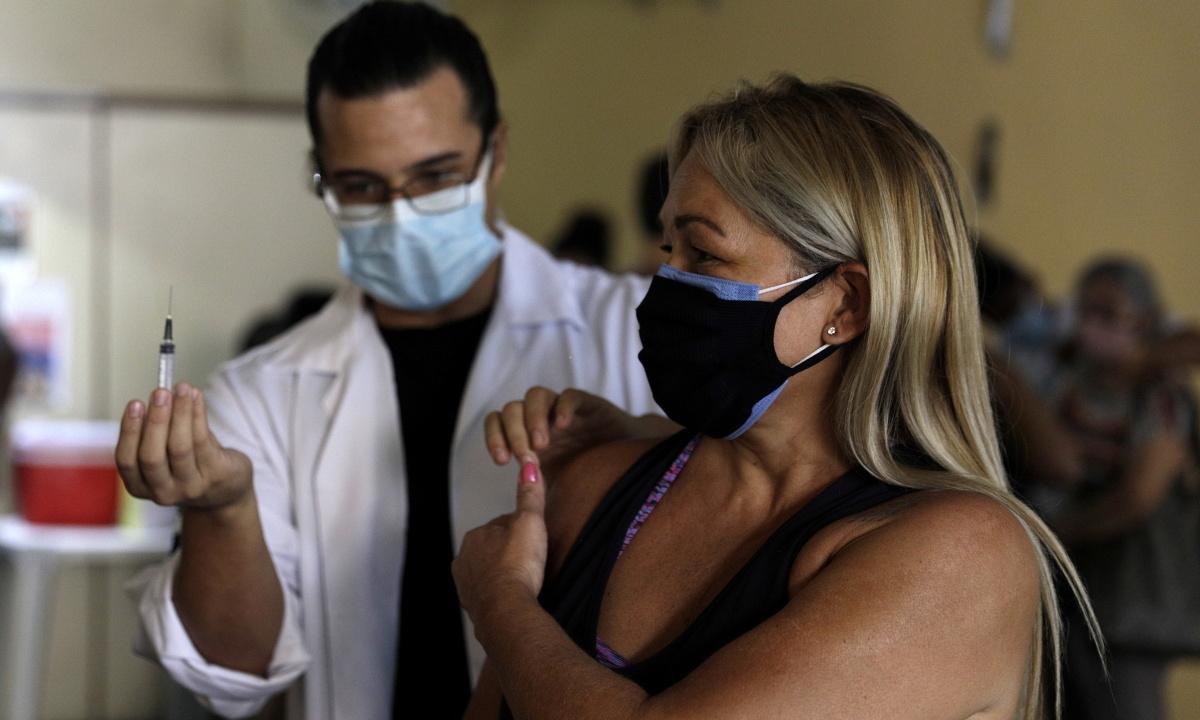 Brazil ngừng sử dụng vaccine AstraZeneca ở phụ nữ mang thai