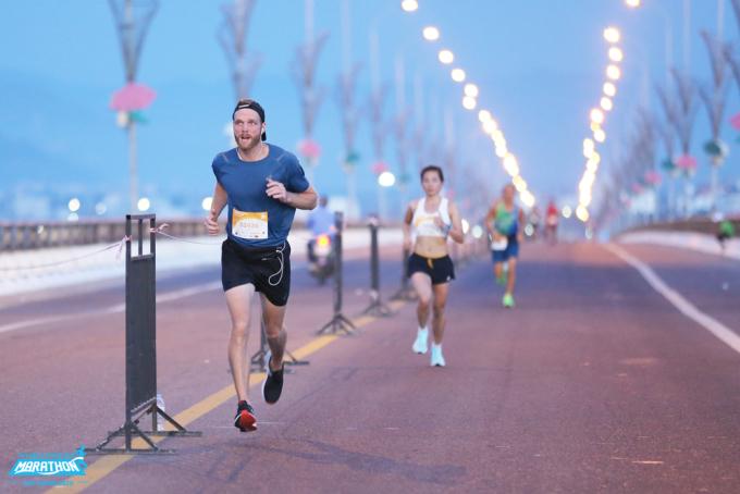 Runner tại giải chạy VnExpress Marathon Quy Nhơn 2020. Ảnh: VnExpress Marathon