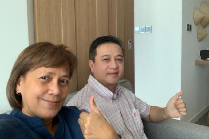 Ông Kavin Martinus và vợ trong khu cách ly tập trung ở TP.HCM, tháng 5/2021. Ảnh: Nhân vật cung cấp