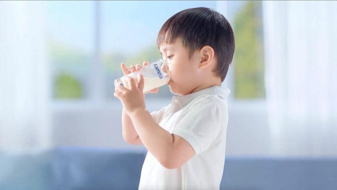 Sữa Famna được sản xuất 100% tại Thụy Điển, đặc chế riêng cho trẻ em VIệt Nam. Ảnh: Famna.