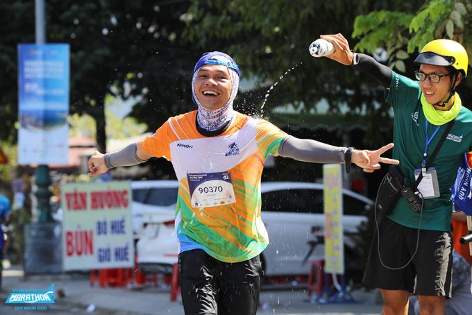 Mỗi runner có phương pháp chạy riêng, phù hợp với thể trạng. Ảnh: VnExpress Marathon.