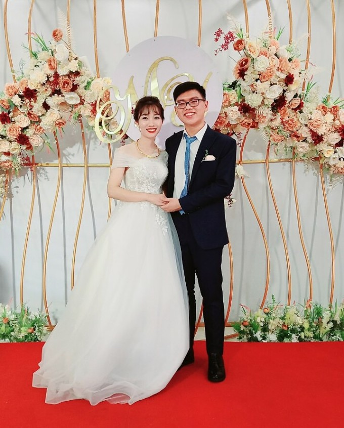 Vợ chồng bác sĩ Yến Minh tại lễ thành hôn ngày 1/5. Ảnh: NVCC.