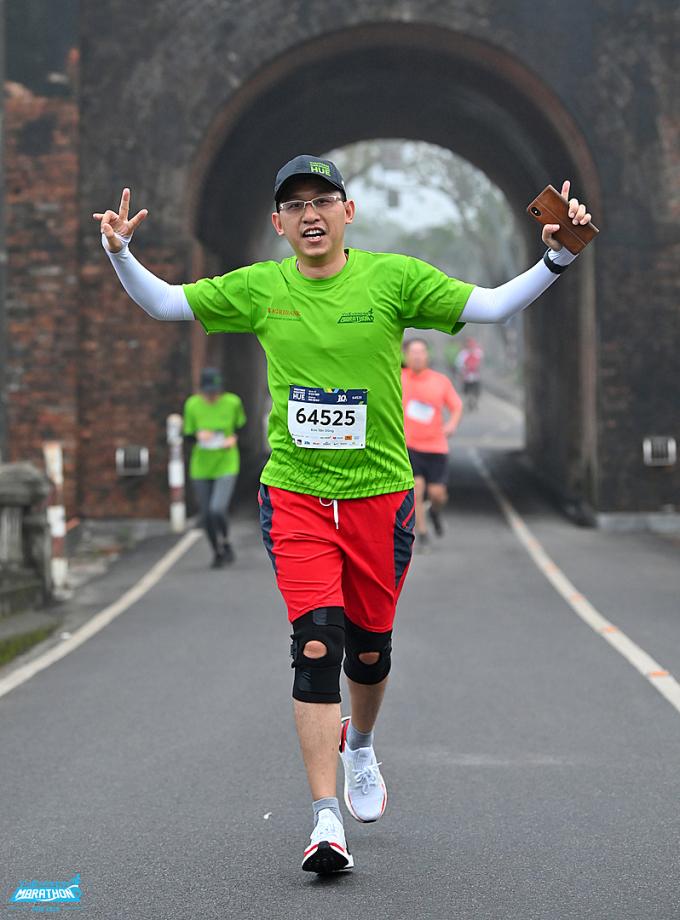 Chạy bộ là cách để có đời sống tinh thần lẫn thể chất khoẻ mạnh, tích cực. Ảnh: VnExpress Marathon.