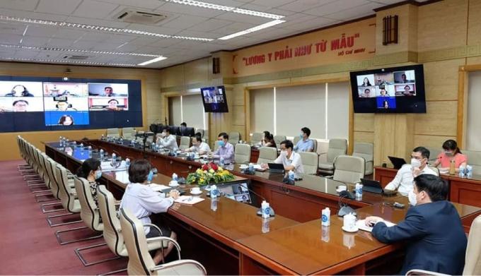 Bộ Y tế đàm phán với Johnson & Johnson về cung ứng vaccine Covid-19 sáng 4/6. Ảnh: Trần Minh.