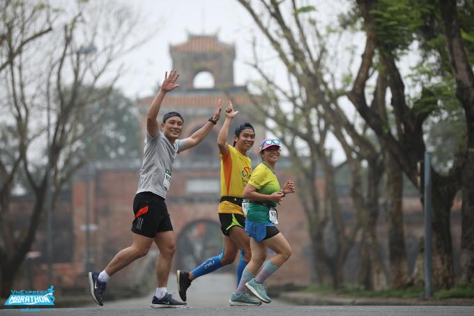 3 runner trên đường chạy VM Huế 2020. Ảnh: VnExpress Marathon.