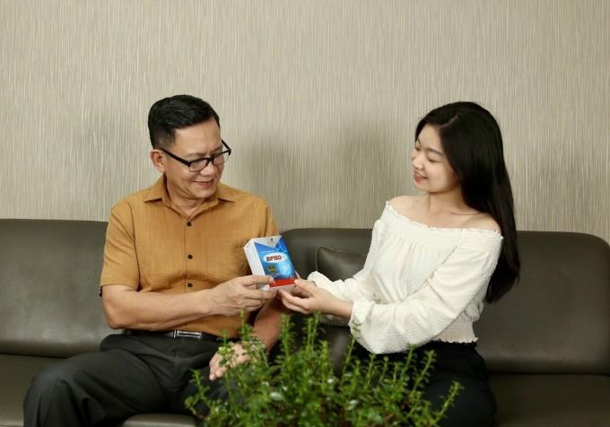Con gái thường nhắc nghệ sĩ Phạm Cường uống men vi sinh để hỗ trợ cải thiện đường tiêu hóa.