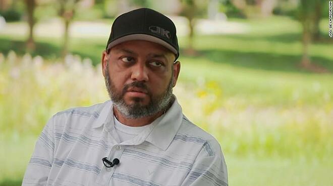 Josh Garza, 43 tuổi, từng nhiễm nCoV đầu năm 2021 do không tiêm vaccine. Ảnh: CNN