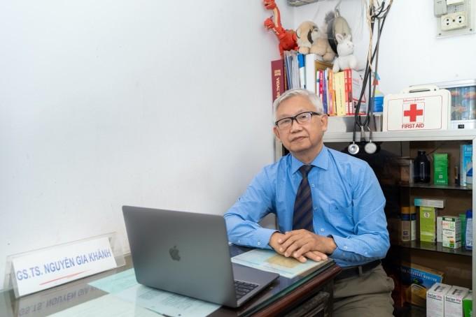 Giáo sư, tiến sĩ Nguyễn Gia Khánh cảnh báo việc bố mẹ chủ quan với tình trạng cân nặng của con. XIN TÊN NGƯỜI CHỤP HOẶC NGUỒN ẢNH