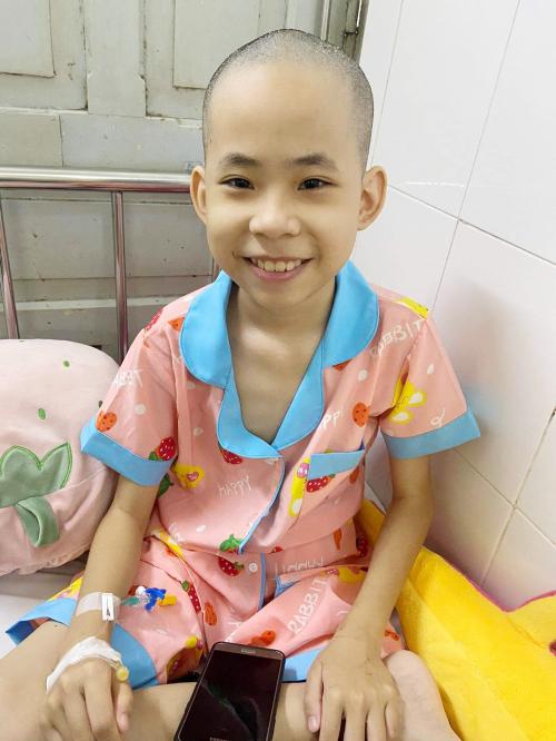 Ước mơ mới nhất của Bo là làm điều dưỡng, để sau này chữa bệnh cho những em bé khác, và để chích bù cho chú điều dưỡng nghiêm khắc trong khoa. Ảnh: Nhân vật cung cấp.