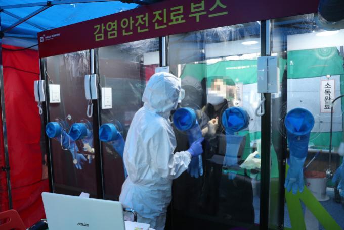 Mô hình xét nghiệm walk-through ở Hàn Quốc. Ảnh: Korean Bizwire