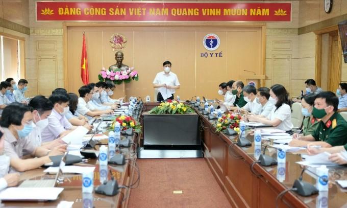 Bộ trưởng Nguyễn Thanh Long họp Ban chỉ đạo Chiến dịch tiêm vaccine Covid-19 sáng 2/7. Ảnh: T. Minh.