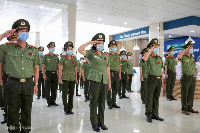 Cán bộ, chiến sĩ Bệnh viện 199 nhận nhiệm vụ chi viện cho miền Nam chống dịch. Ảnh: Nguyễn Đông.
