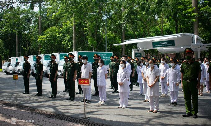 Lực lượng nhân viên y tế và làm công tác tiêm chủng tại buổi lễ phát động tại Bộ Quốc phòng, sáng 10/7. Ảnh: Chi Lê.