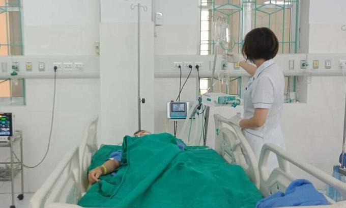 Sản phụ theo dõi sức khỏe sau phẫu thuật. Ảnh: Bệnh viện cung cấp