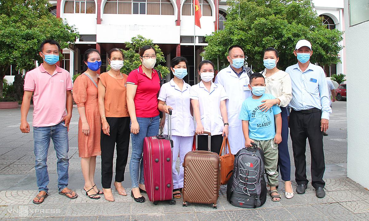 141 y bác sĩ ba tỉnh miền Trung chi viện Bình Dương, TP HCM