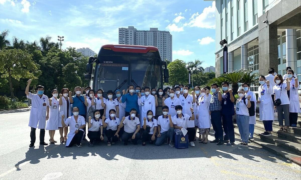 Hơn 6.000 nhân lực y tế chi viện TP HCM
