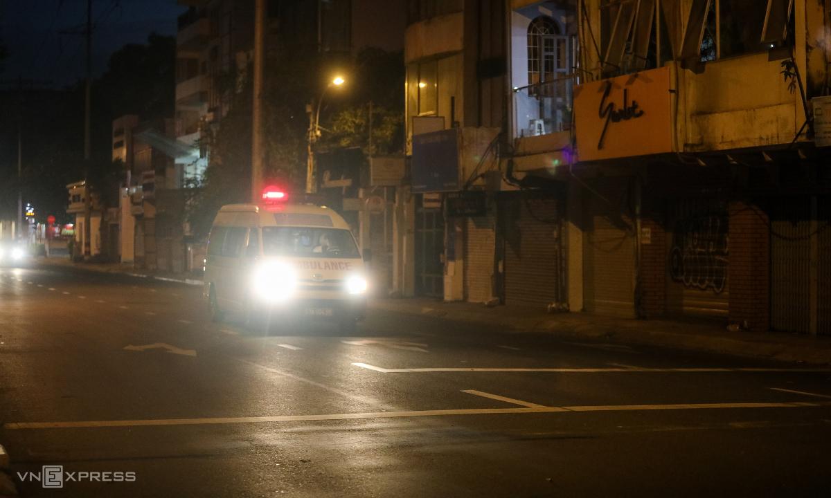 TP HCM điều động 200 xe taxi vận chuyển F0 đến viện