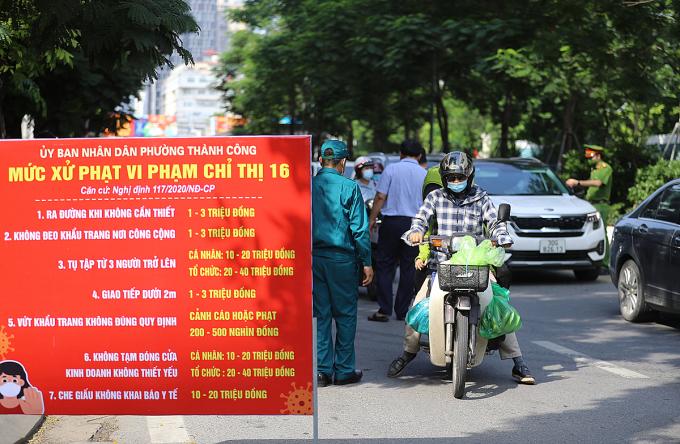 Chốt chặn ở Hà Nội, ngày 28/7. Ảnh: Ngọc Thành
