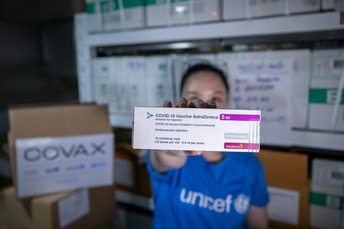Gần 1,2 triệu liều AstraZeneca từ Covax về Việt Nam