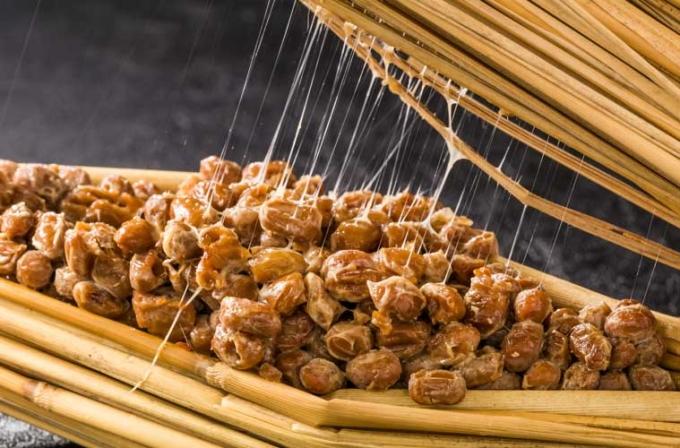 Natto mệnh danh là mỹ thực Nhật Bản do chứa nhiều hoạt chất có lợi, được người dân sử dụng trong bữa ăn hàng ngày.