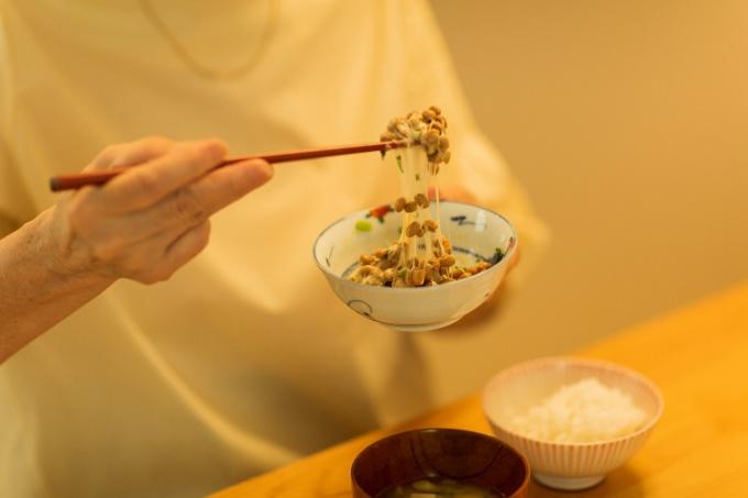 Món natto với enzym nattokinase có công dụng làm tan cục máu đông, dự phòng đột quỵ.