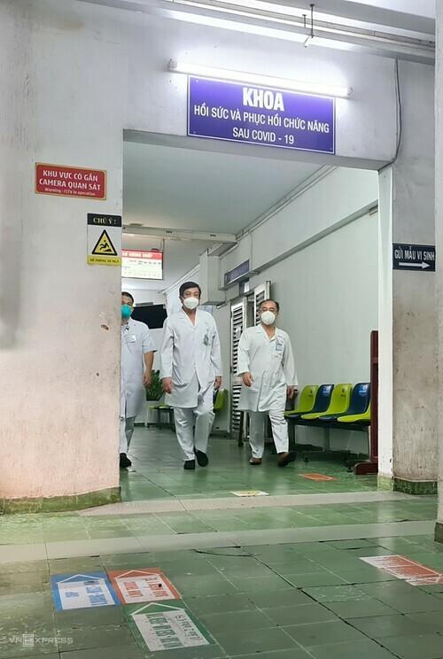 khoa được phân luồng riêng như một vùng đệm, tách biệt với các khoa khác trong bệnh viện.