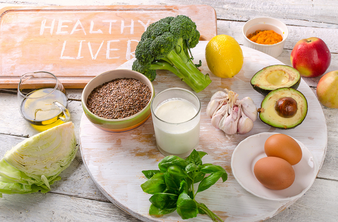 Thay đổi lối sống, áp dụng chế độ dinh dưỡng lành mạnh giúp lá gan khỏe mạnh. Ảnh: Shutterstock