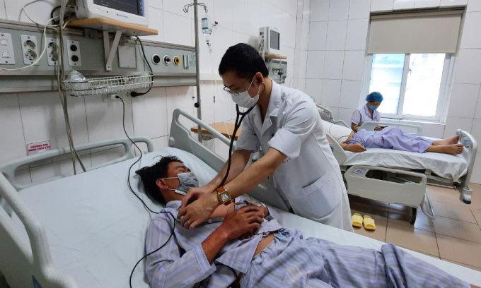 Nam bệnh nhân điều trị tại khoa Hồi sức tích cực, Bệnh viện Bệnh nhiệt đới Trung ương, ngày 6/9. Ảnh: Thanh Sơn