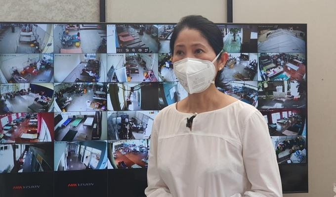 Phó giáo sư Vương Thị Ngọc Lan tại Bệnh viện dã chiến điều trị Covid-19 Quận 8 số 1, nơi đang triển khai mô hình Chăm sóc F0 tại cộng đồng. Ảnh: Hà Văn Đạo.